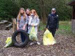 Müllsammeln im Schulwald